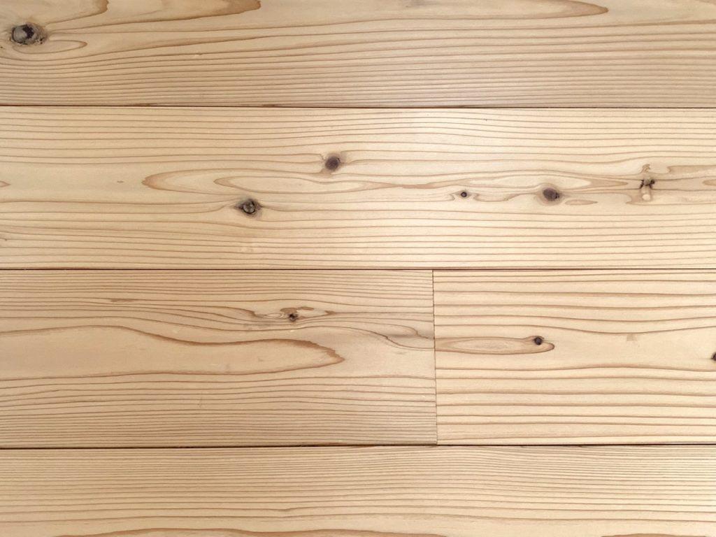 山暮らしの家 杉の床 寝室