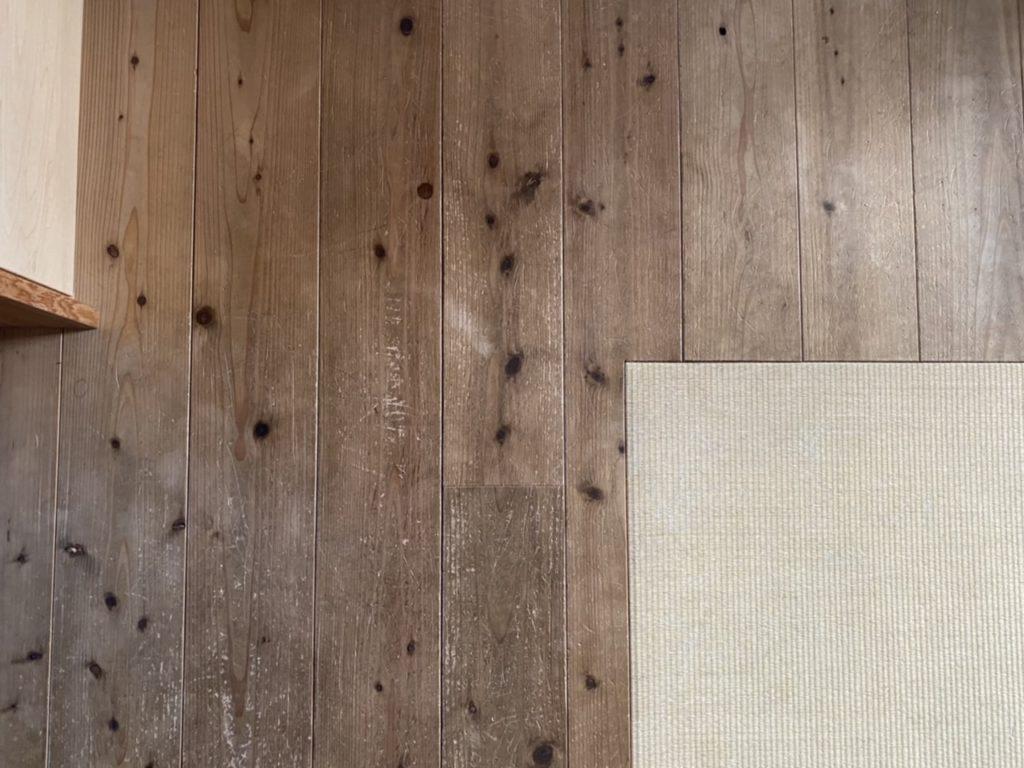 山暮らしの家 無垢の床掃除
